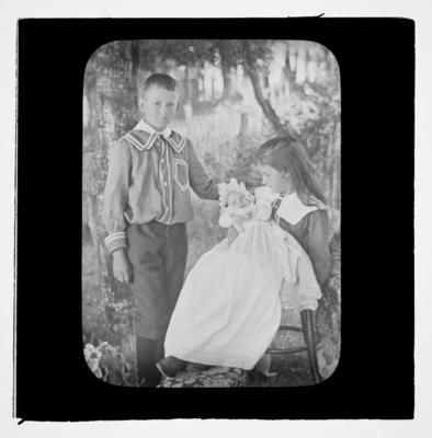 Jean, Edith & Frank Strachan about 1905