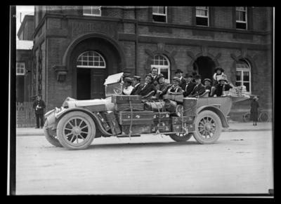 Motor vehicle loaded with passengers and luggage outside the Nelson Post Office