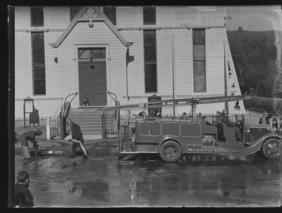 Nelson Fire Engine, large group