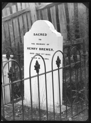 Henry Brewer, tombstone