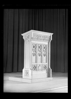Girls College, Isaacs lectern